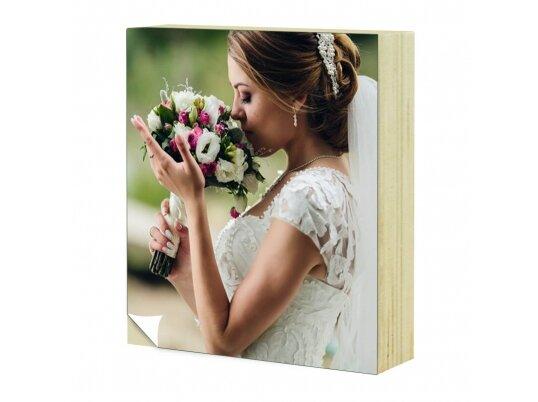 תמונת כלה על בלוק עץ