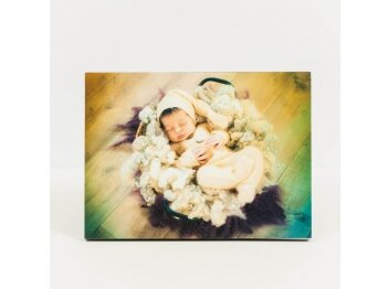 תמונת תינוק מודפסת על בלוק עץ